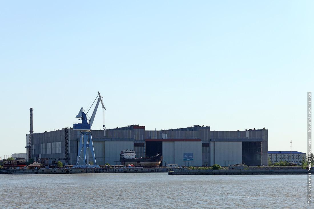 судостроительный завод Лотос в городе Нариманов
