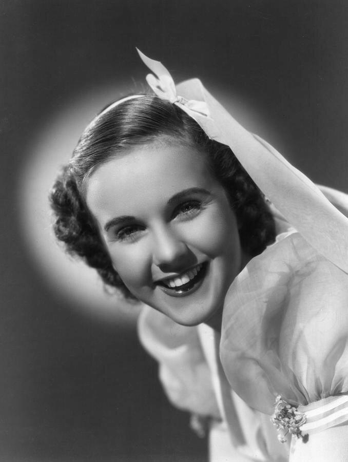 deanna-durbin-1937-everett.jpg