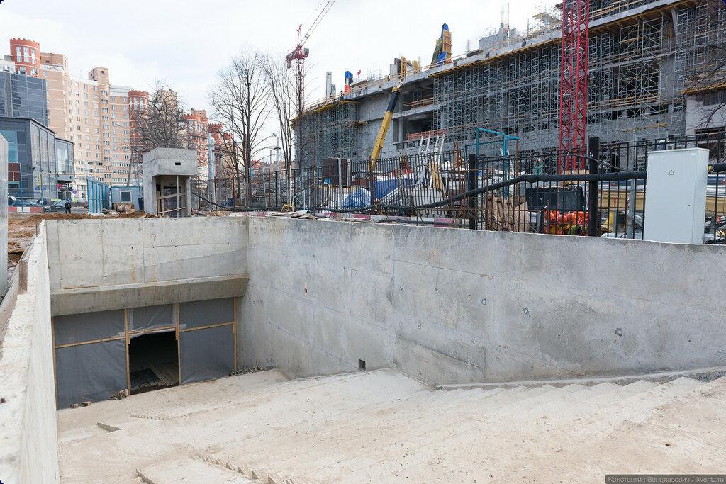 Часть подземного вестибюля ближе к платформе также уже готова