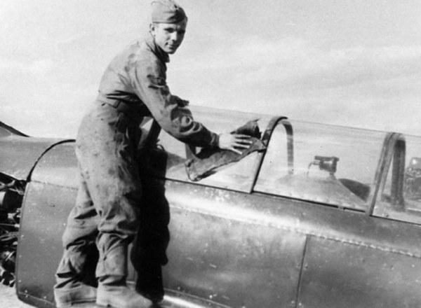 В конце октября 1955 г. новобранца отправили в 1-е Оренбургское училище военной авиации им. Клима Во