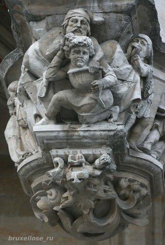 Скульптура писающий мальчик на фоне больших сисек фото 203-988