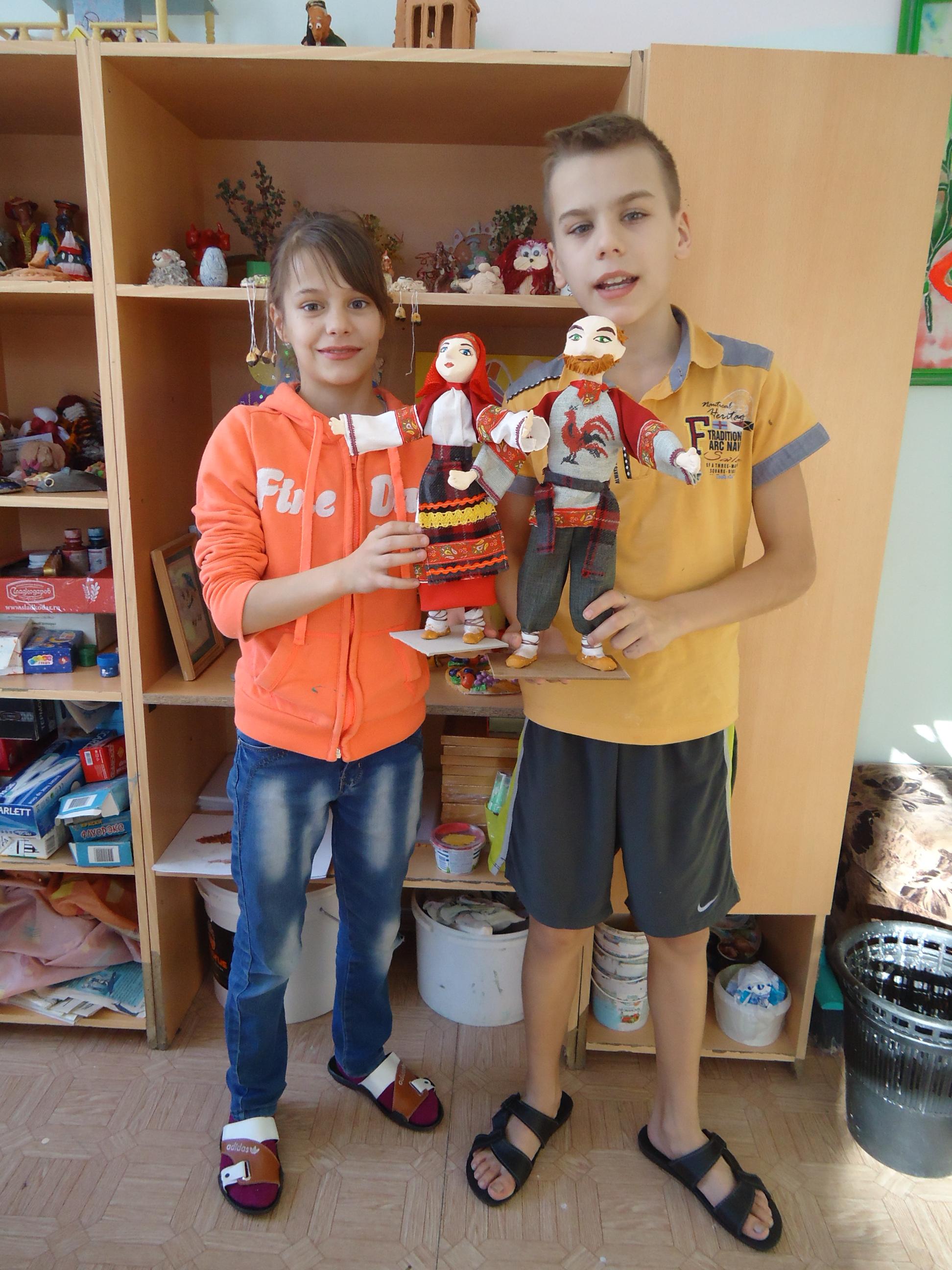 Павлик и Ирина со своими куклами