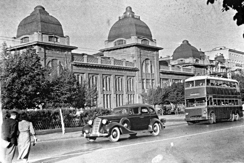 1937-39 годы. Двухэтажный троллейбус ЯТБ-3 на Ленинградском шоссе.