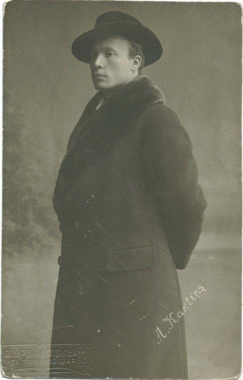Адольф Кактынь (14 (26) июля 1885, Эрберге — 25 июля 1965, Лос-Анджелес) — латвийский оперный певец (баритон). Пел в 1915—1917 гг. в Санкт-Петербурге.