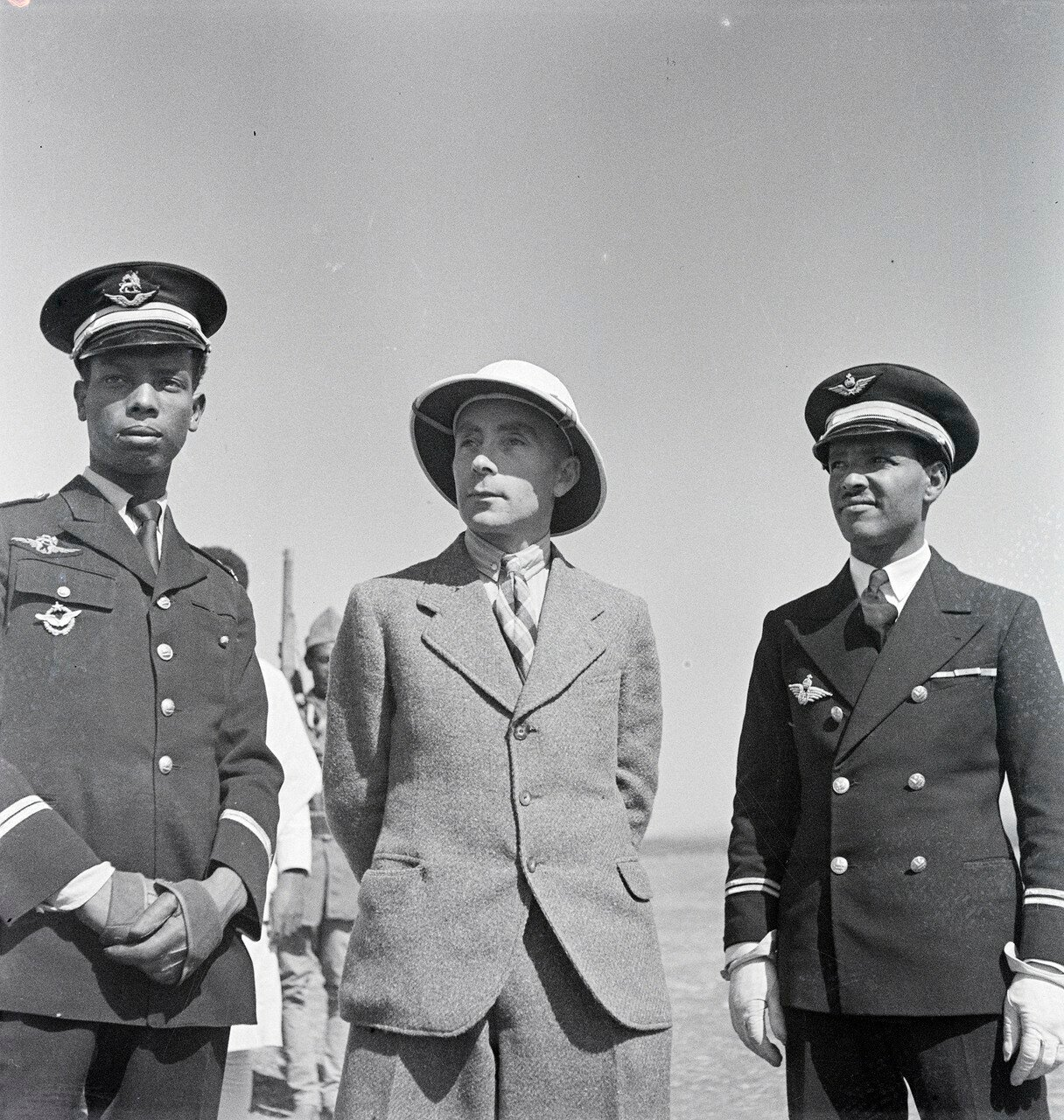 Вальтер Миттельхольцер с летным экипажем