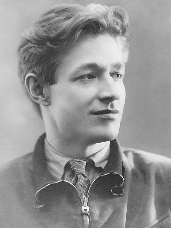 Алексей Сурков, стихи о войне, стихи о любви