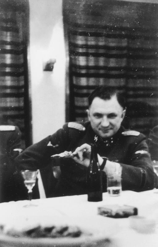 Добрая, тыловая, мирная...служба в концлагере уничтожения - Аушвиц. ( 70 фото ) RetrieveAsset (38).jpg