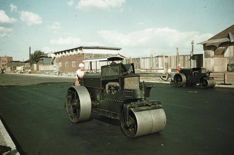 1939 Крымская набережная. Американский каток Buffalo-Springfield road roller. Harrison Forman.jpg