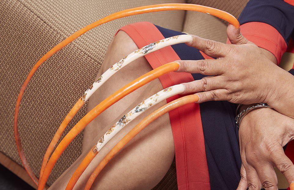 Обладательница самых длинных ногтей