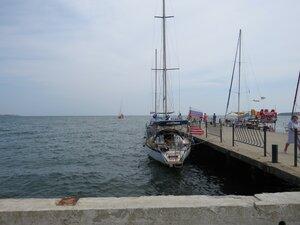 Недорогие прогулки на яхте в Керчи