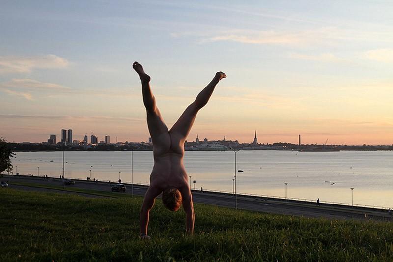 2. Таллинн, Эстония Мужчина без комплексов уже сфотографировался в семнадцати различных странах мира