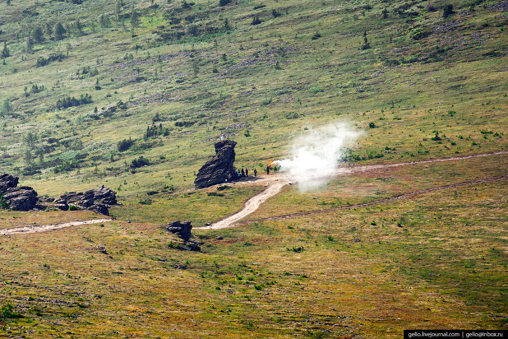 33. Пеший переход между Маньпупунёр и перевалом Дятлова рассчитан на неделю. Туристов на перевале за