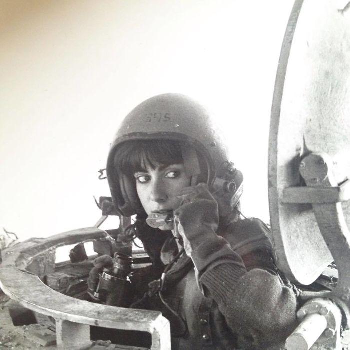 «Моя мама в 1984 году, когда она была инструктором по вождению танка».