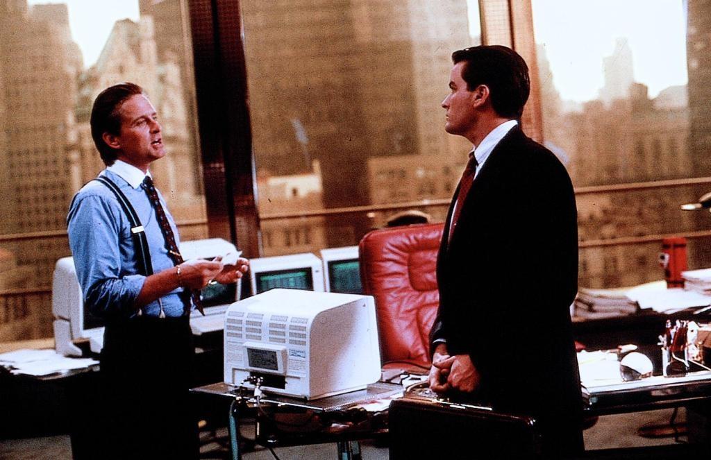 А для интеллектуалов в том же 87-м вышел фильм «Уолл-стрит» режиссера Оливера Стоуна.   Разобла
