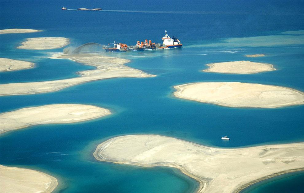 Общая площадь архипелага Мир составляет 55 кв.км. Что делает его  крупнейшим искусственным ар