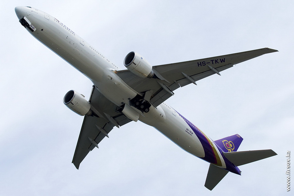 B-777_HS-TKW_Thai_Airways_1_HKT.JPG