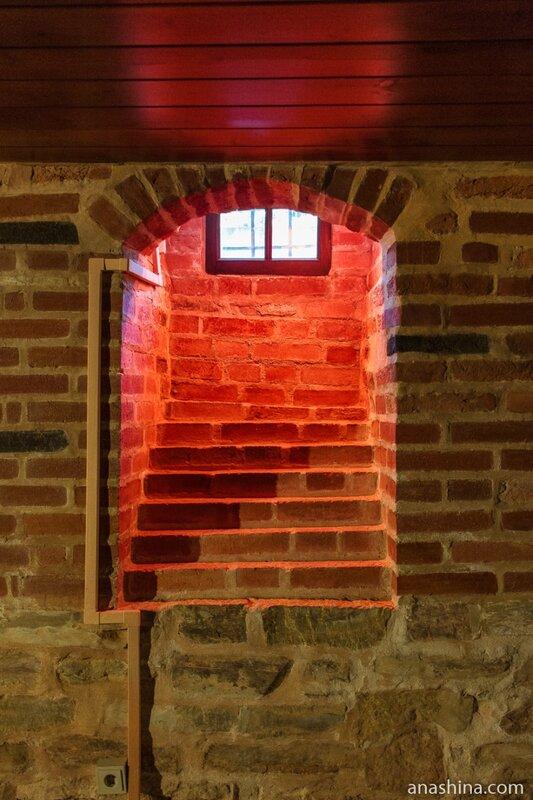 Окно, Владычная палата, Великий Новгород