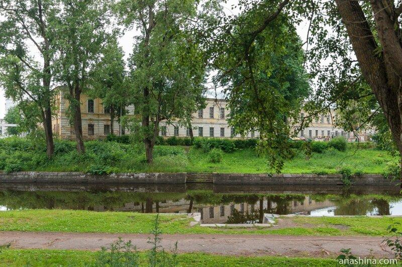 Школа №6 (бывший Путевой дворец и Банковская контора), Вышний Волочек