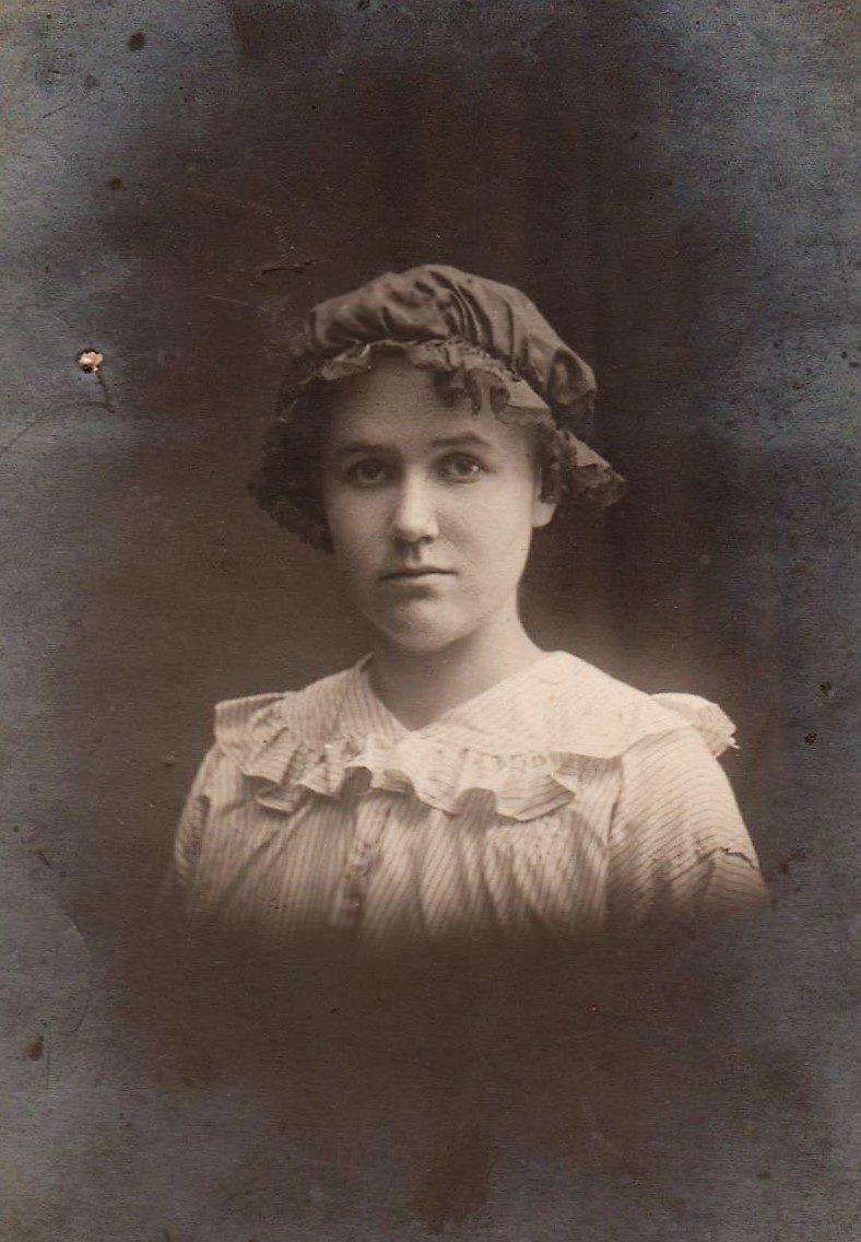 1916. Евдокия Хованская , в семье ее звали Додя
