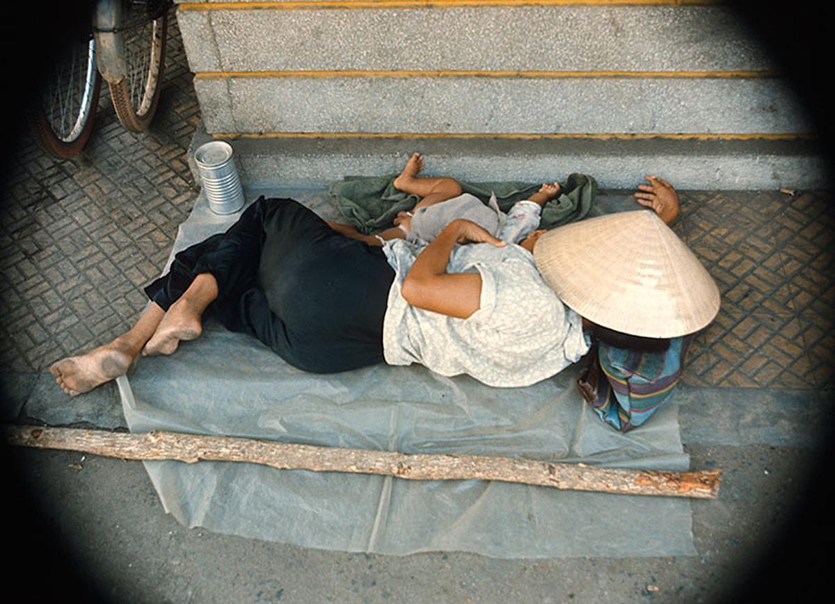 13. Мать и дитя. Центр Сайгона