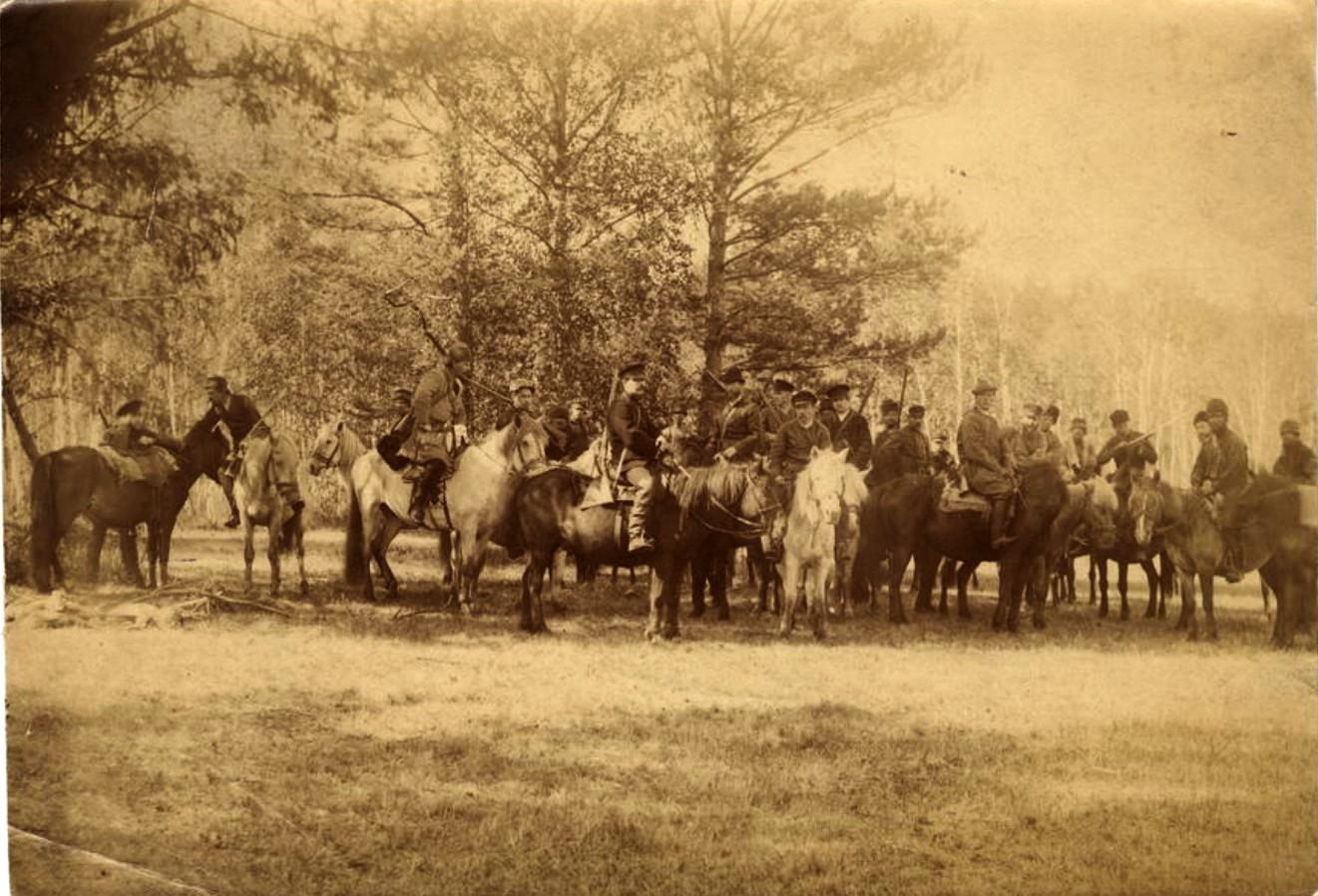 Группа охотников на лошадях. 1910-е