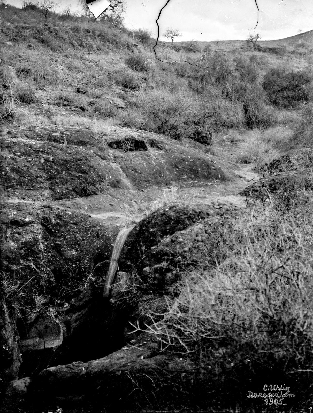 46. Скалистый склон из лавового камня