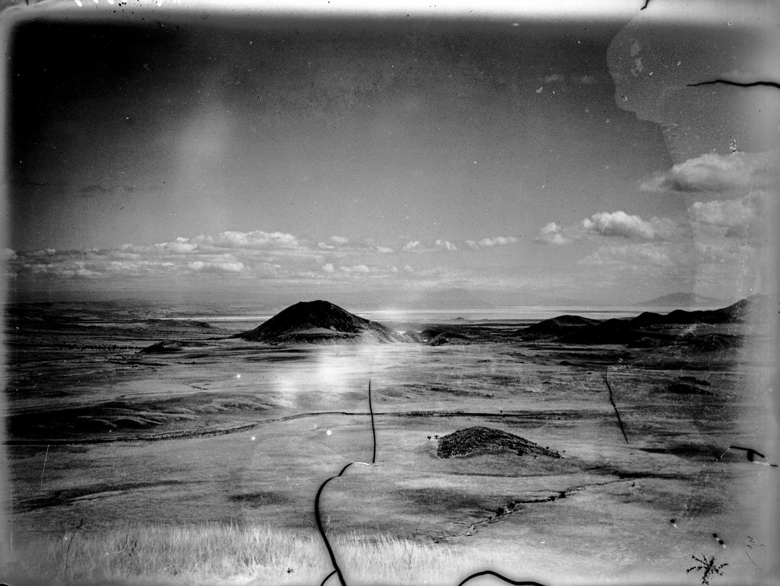 49. Пейзаж в Арушском районе. На заднем плане вероятно Натронзее