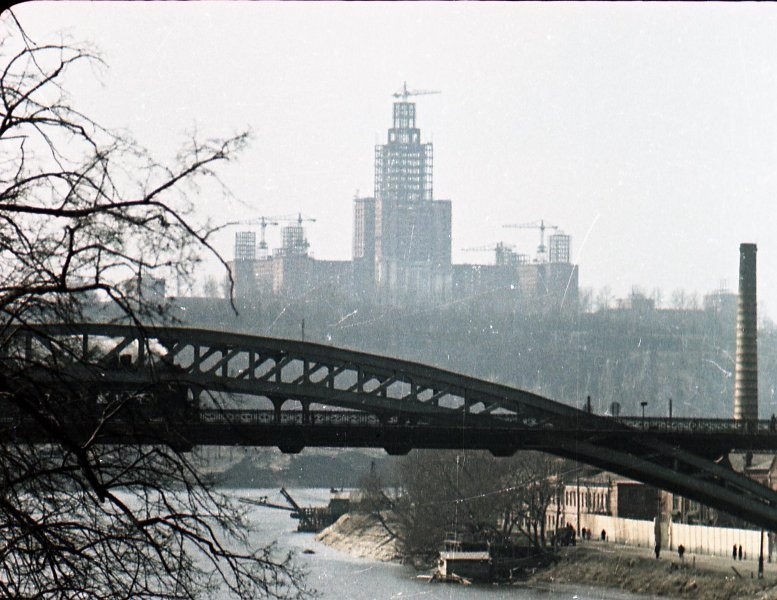 1951 Строительство высоток. В. Микоша4.jpg