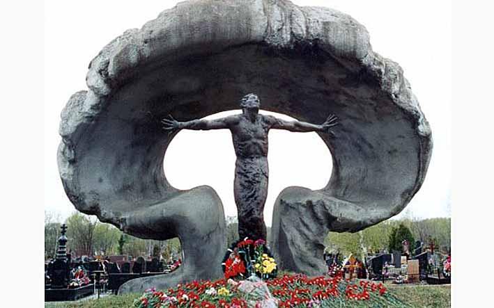 Памятник 28 ликвидаторам аварии на Чернобыльской АЭС. Всегда помним