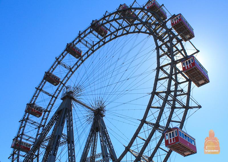 С колеса обозрения в парке Пратер отрываются лучшие виды на столицу Австрии