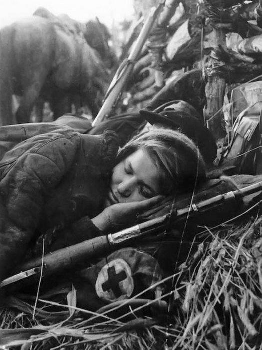 Уникальные архивные фотографии времён Второй мировой войны, от которых холодеет кровь (21 фото)