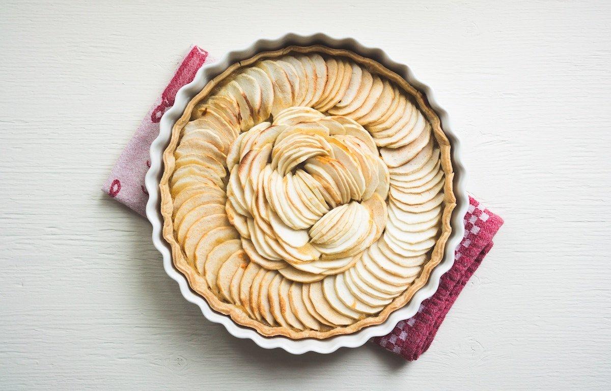 Яблочный пирог — один из самых вкусных и простых десертов.