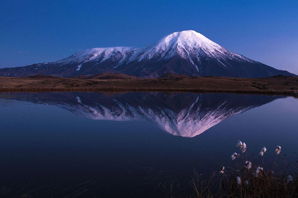 9. Область активного вулканизма на Камчатском полуострове исторически передвигалась с запада на вост