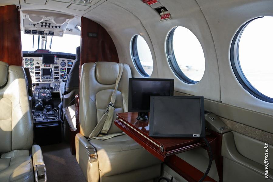 Beechcraft_B300_King_Air_350_UP-K3503_Air_Control2.JPG