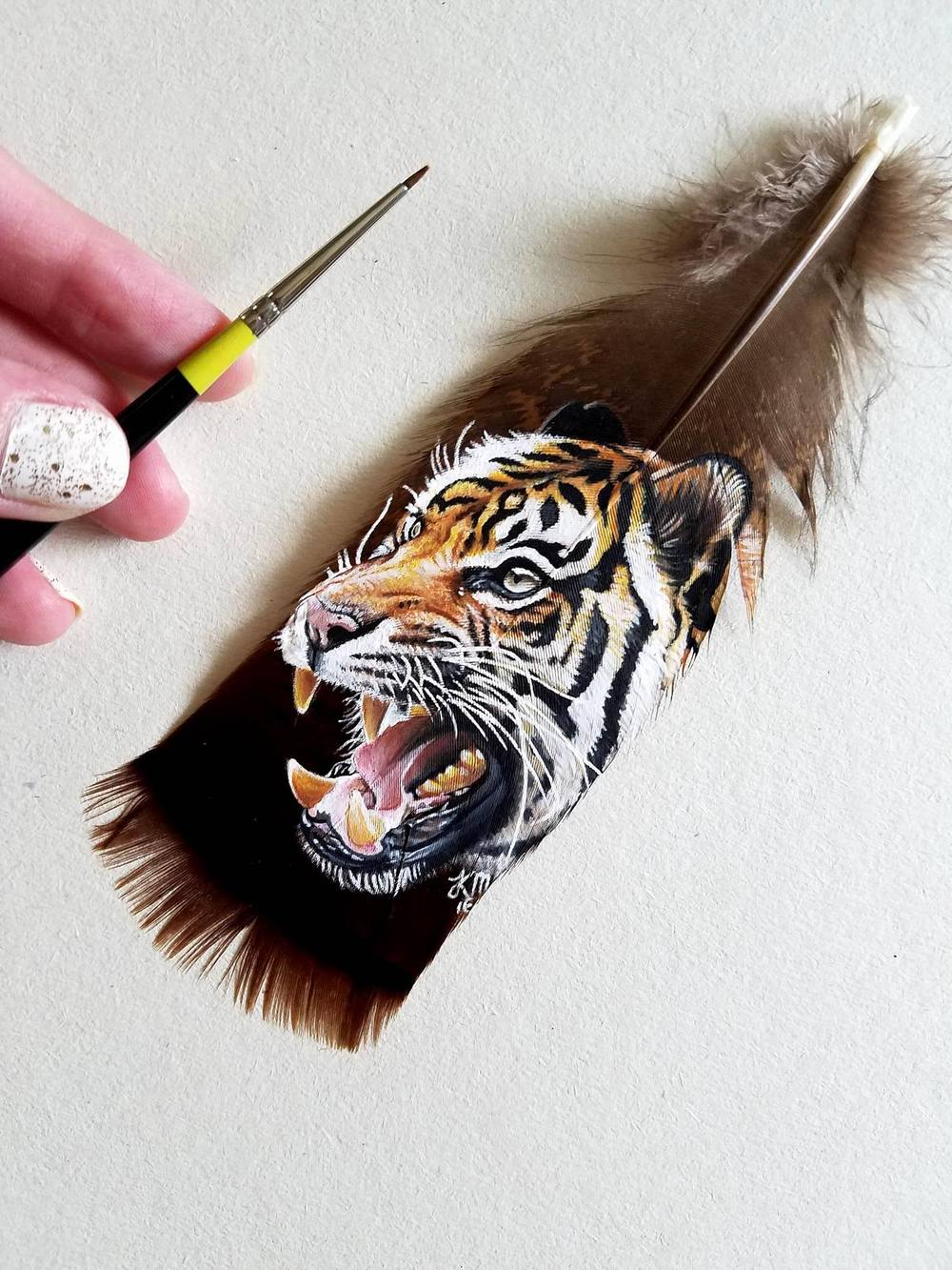Artist Paints Detailed Realistic Animal Portraits on Feathers (7 pics)