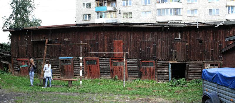 Старые кладовки у пристанционного дома