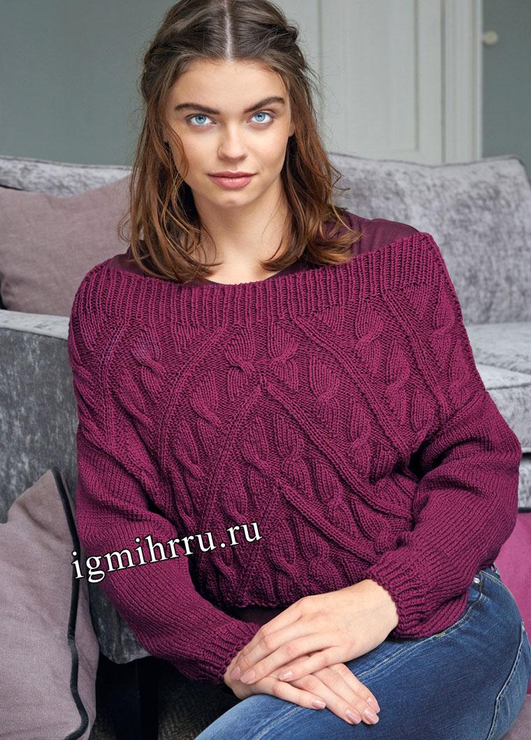 Пуловер цвета цикламена с широкой горловиной и косами. Вязание спицами