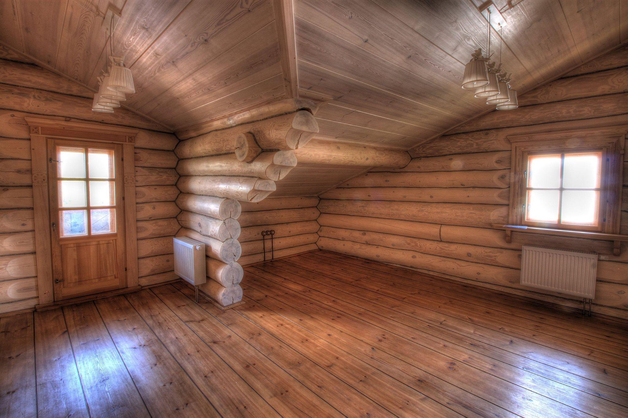 Отчий дом. Деревянный сруб.