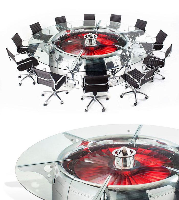Стол для совещаний.