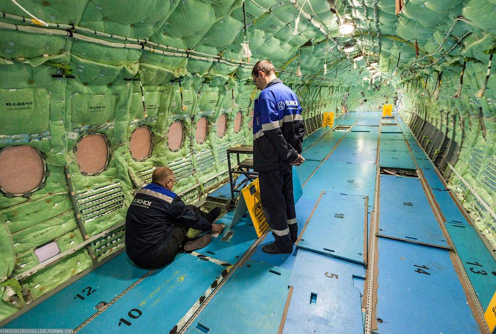 Центроплан самолета . На втором участке к нему будут пристыкованы отъемные части кры