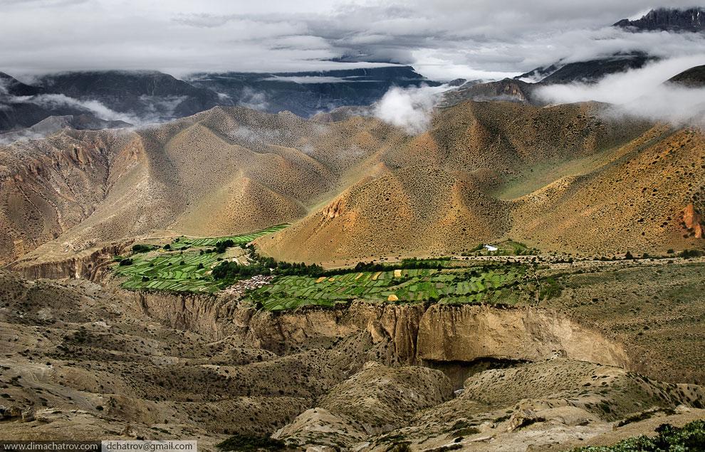 Двое садху  в Гималаях  (Лангтанг, 4 100 метров):