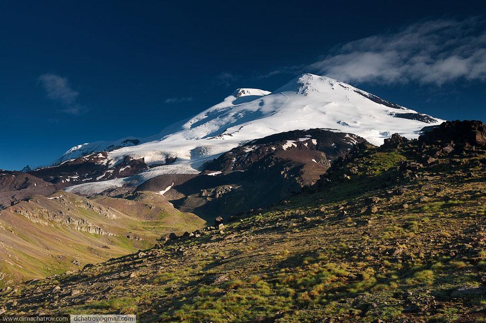 Арарат  — самый высокий вулканический массив Армянского нагорья на востоке Ту