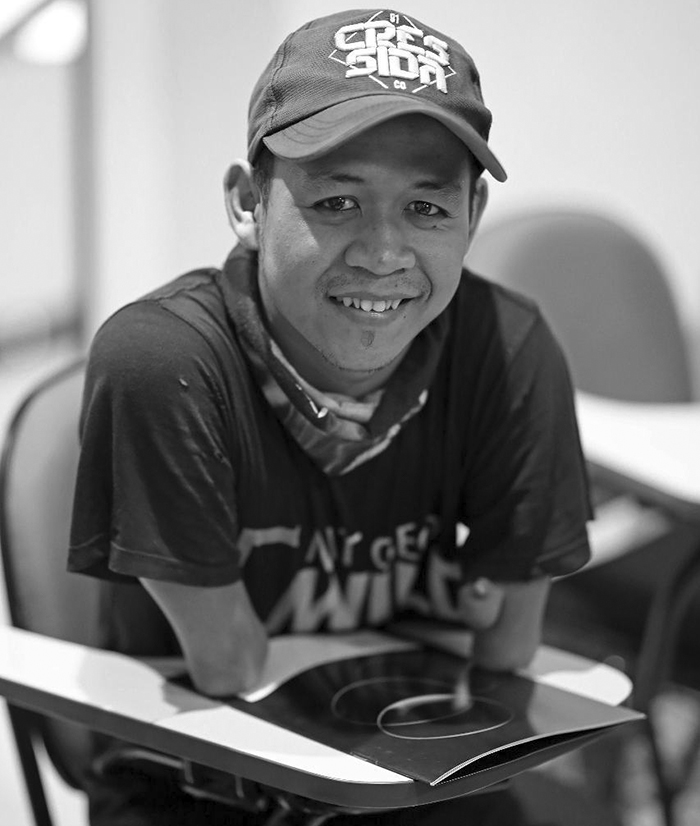 Ахмад Зулкарнаин — профессиональный фотограф без рук (19 фото)