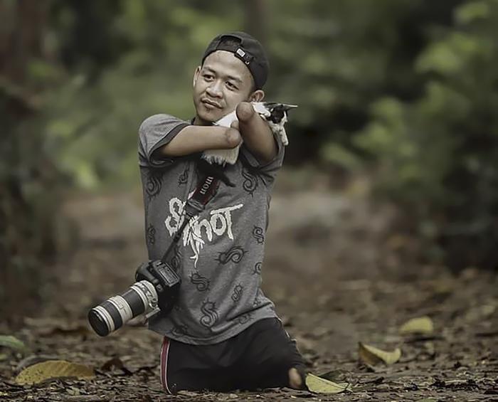 Ахмад Зулкарнаин - профессиональный фотограф без рук