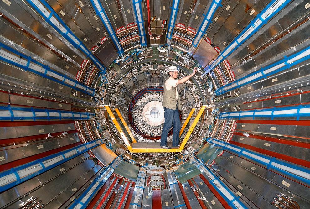 В эксперименте ATLAS участвовали около 2 000 ученых и инженеров из 165 лабораторий и университетов и
