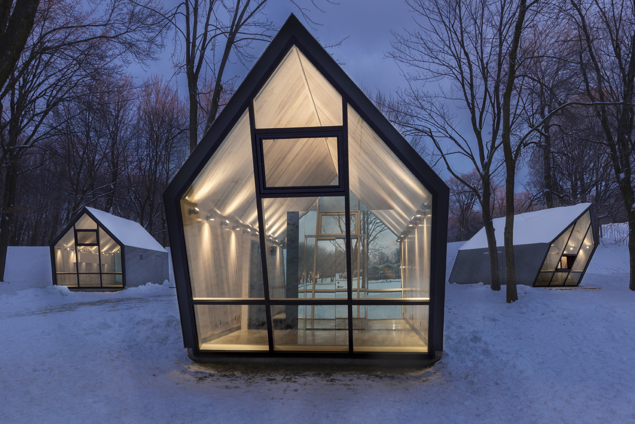 Small Booths Inside a Canadian Snowy Forest (9 pics)