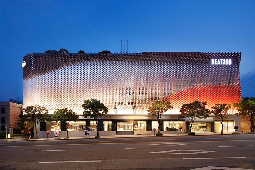 A 3D Facade Of 7,553 Tiles by CA Plan