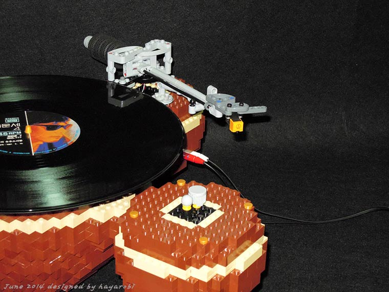 The Planet – A fully functional vintage turntable created in LEGO
