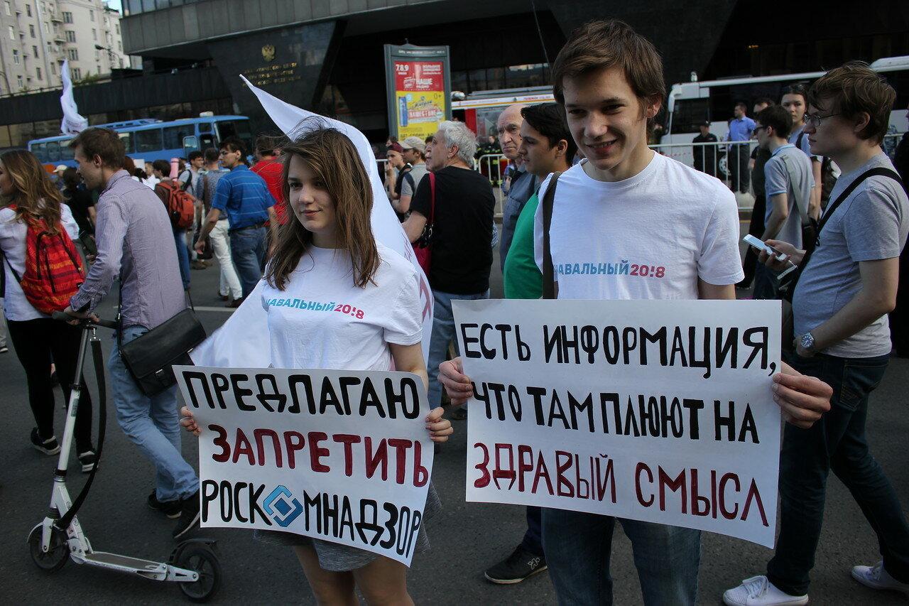 Активисты штаба Навального