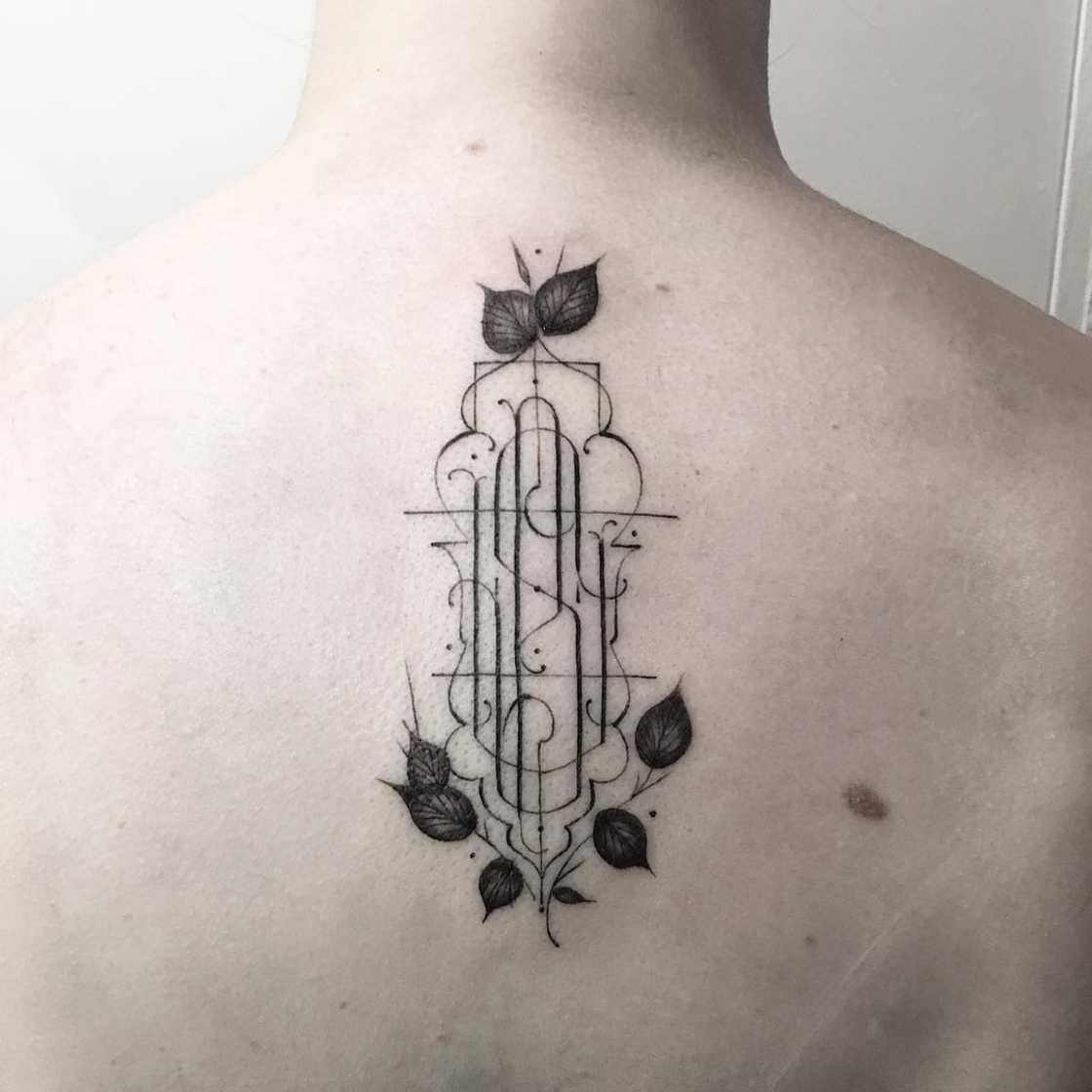As tatuagens tipograficas delicadas de Leo Gavaggio